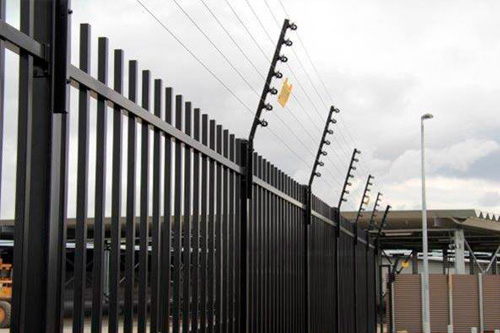 electric-fence-on-palisade-oddballaccess